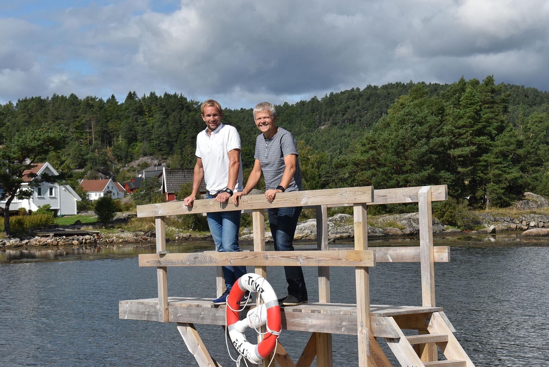 Bjørn og Ole Johan på stupetårnet.jpg